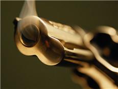 毒枭拒捕气焰嚣张 警察是否应该开枪