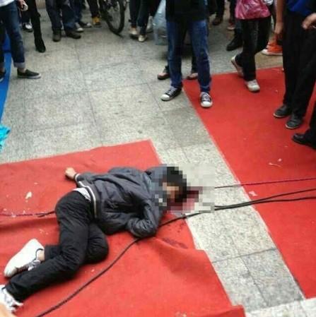 广西/广西中学生街头斗殴1人死