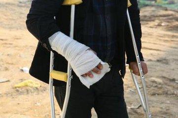 农民工讨薪手脚遭打断 人大代表涉嫌指挥犯罪